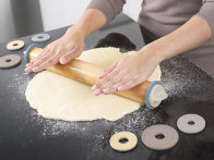Wałek do ciasta z regulacją grubości ciasta Joseph Joseph Pastel