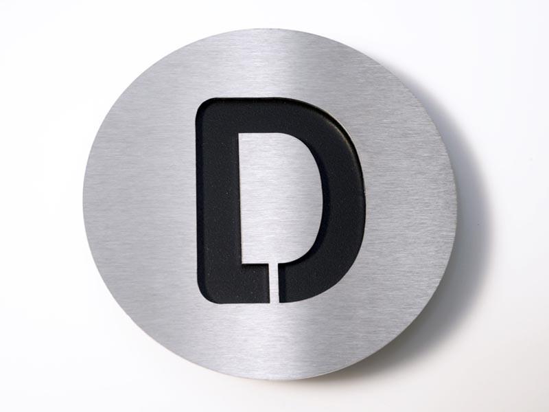 Tabliczka literowa Radius D Black